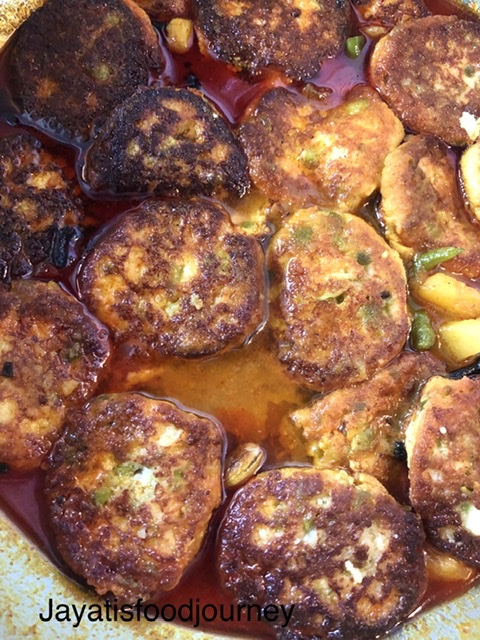 Chhanar Dalna or cottage cheese curry